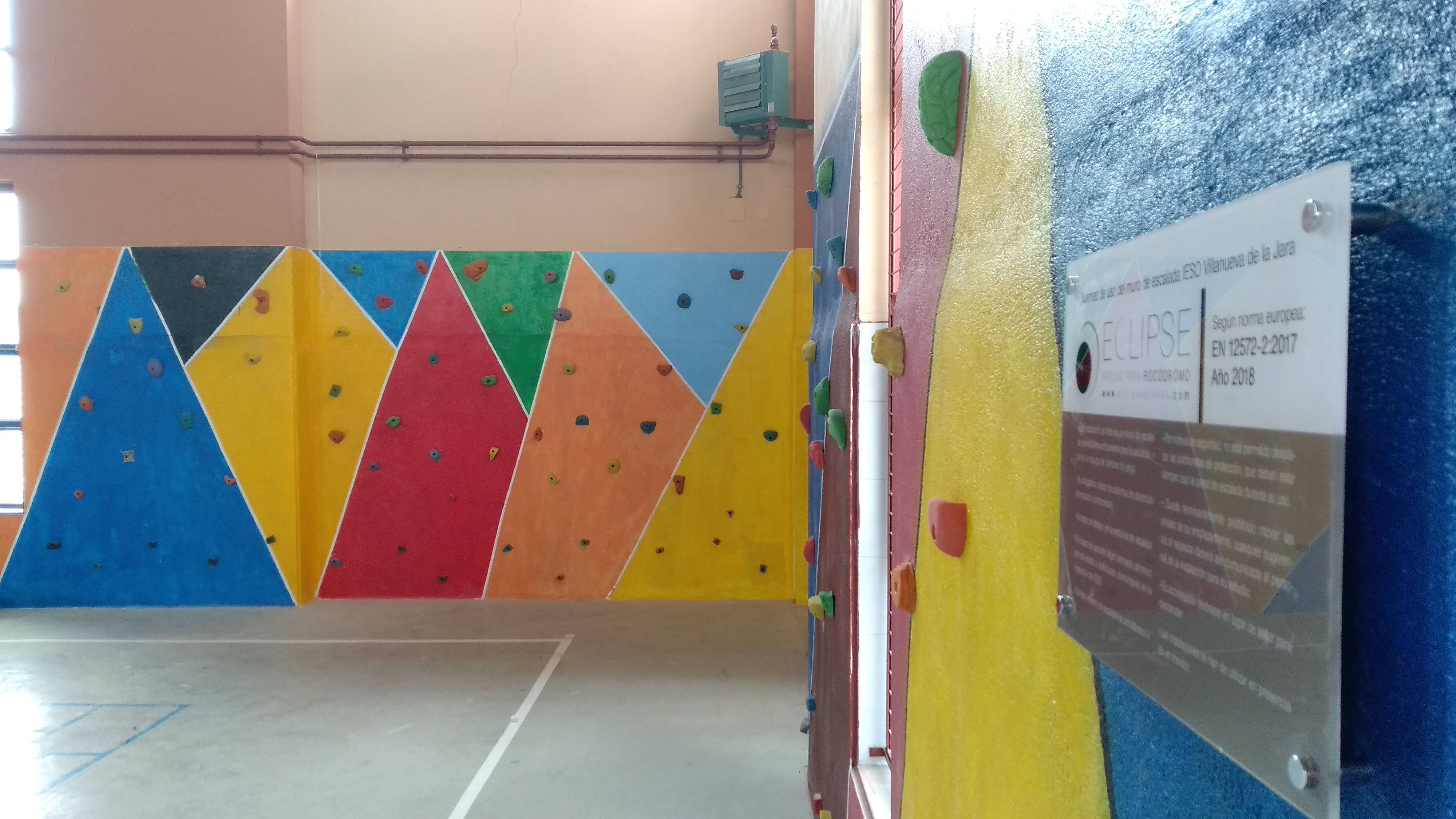 instalación presas para escalada montaje semi-completado